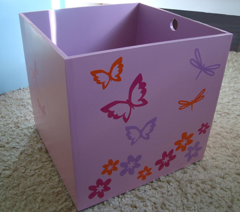 cajones guarda juguetes mariposas y flores