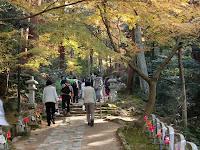 金剛輪寺 お地蔵さんの並ぶ参道