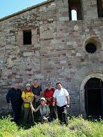 A la porta de Santa Maria del Tagamanent