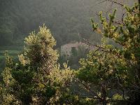 El mas Ierra a l'altra banda de la vall
