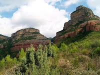 El Turó de les Onze Hores a la dreta i el Serrat del Magre a l'esquerra