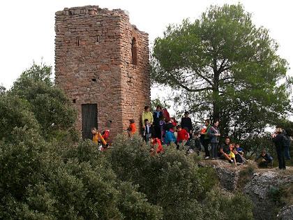 La Torrota de l'Obac amb un grup del Centre Excursionista de Vacarisses