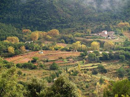 La vall de la Roca amb la granja Garriga al fons