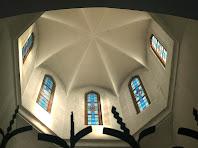 Vista del cimbori octogonal des de l'interior del Santuari de Puig Agut