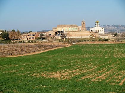 El nucli de Sant Iscle amb l'església de Sant Iscle i Santa Victòria, Can Graells i el Mas Sant Iscle