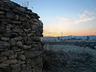 Barraca de vinya amb el Montcau al fons. Autor: Carlos Albacete