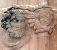 Detall del portal d'entrada de l'església de Sant Julià de Lliçà d'Amunt. Autor: Carlos Albacete