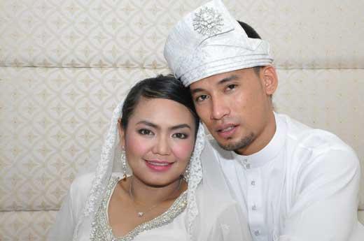 Inilah dia gambar perkahwinan Siti Saerah dan pasangannya Saiful Anuar.