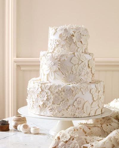 Wedding Cake Pillars On Stunning Wedding Cake Covered In Sugar Lace