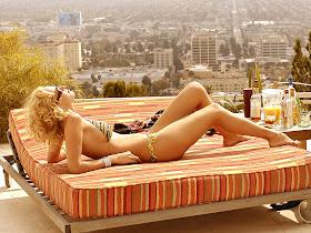 Free Wallpaper Uma Thurman Sexy Bikini Wallpaper