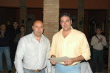 """Entrega del premio como ganador del Certamen Literario """"El Aguaó de Montellno"""""""