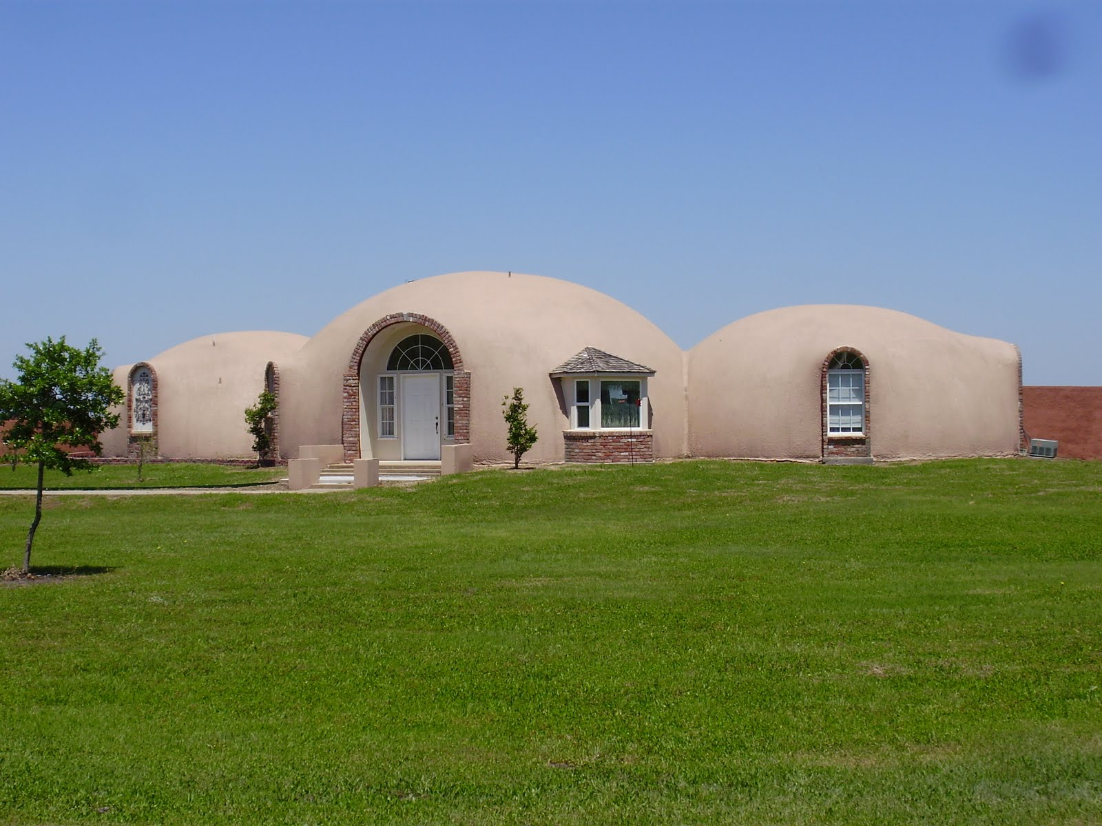 Life at 55 mph monolithic dome institute in italy texas for Concrete house texas