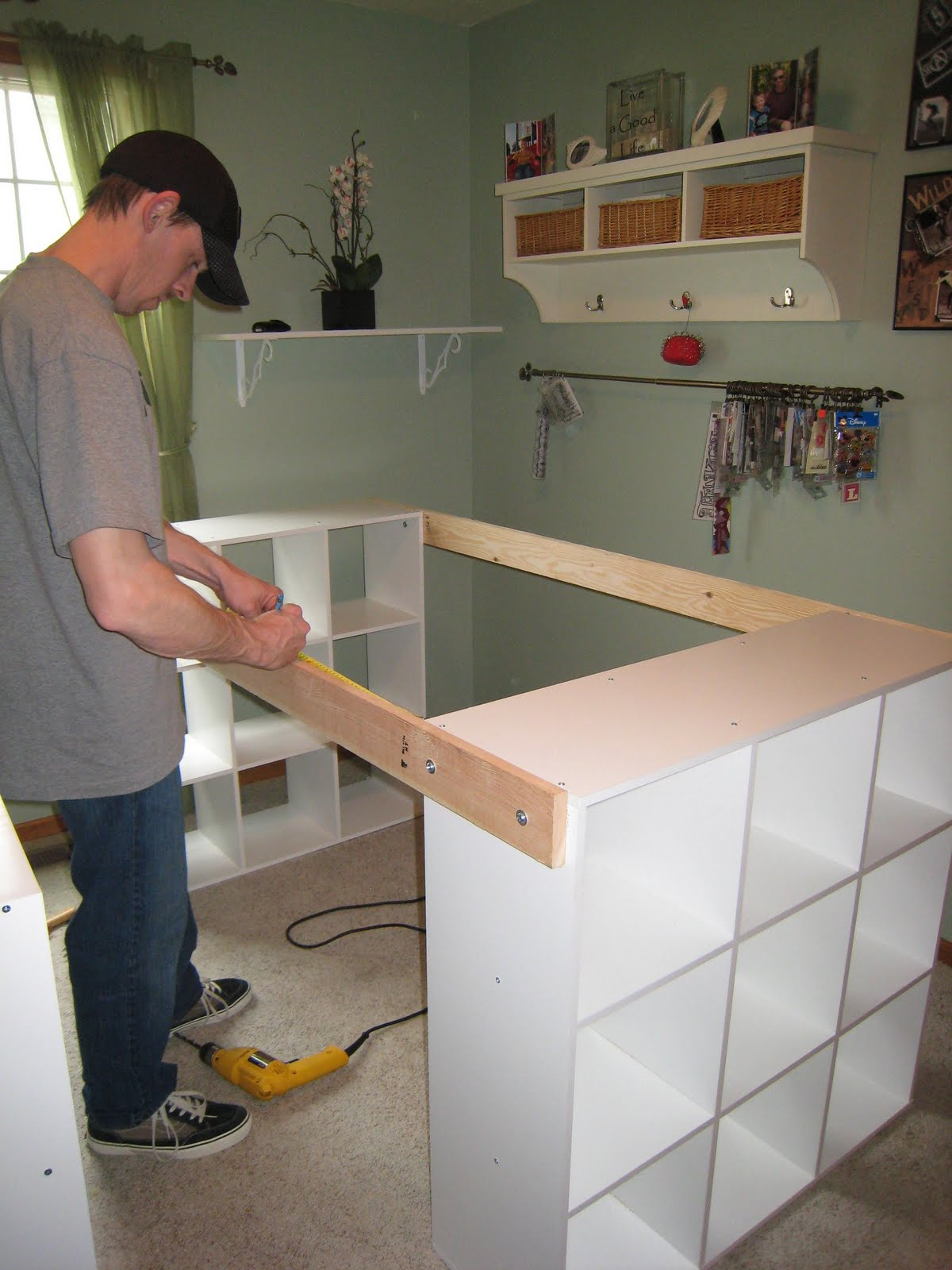Do it yourself white craft desk - Mobili ikea trasformati ...