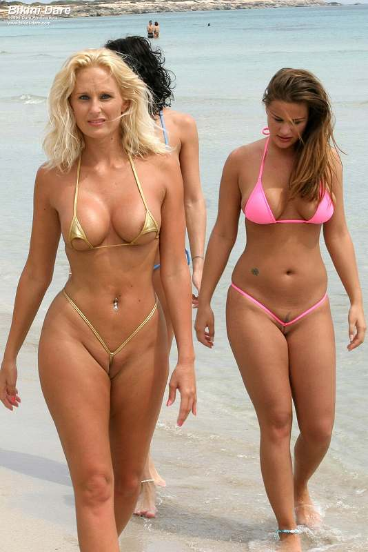 golie-plyazh-bikini