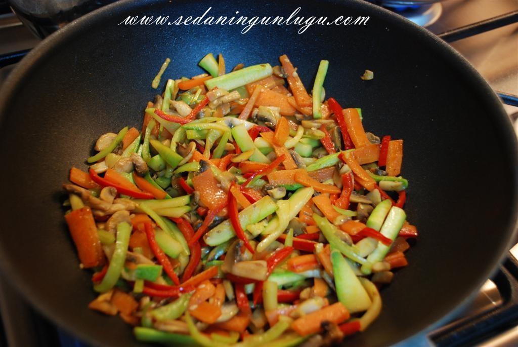 Sebzeli Makarna — Resimli Yemek Tarifleri