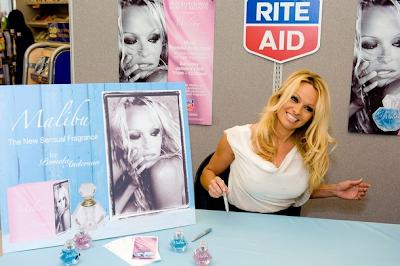 Pamela Anderson presentó en Malibú su última fragancia