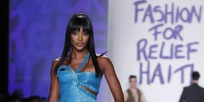 Naomi Campbell encabeza desfile de modas en beneficio de Haití