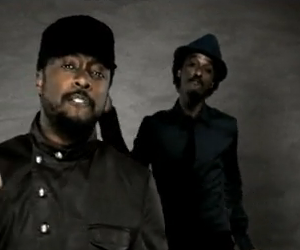 Official Video K'naan feat. Will.i.am & David Guetta - Wavin' Flag - Video Oficial