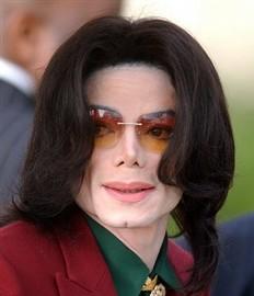 Autopsia revela que Michael Jackson tenía los brazos llenos de pinchazos