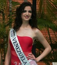 Adriana Vasini es coronada como Reina Hispanoamericana 2009