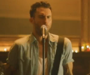 Video Oficial de Maroon 5 - Give A Little More