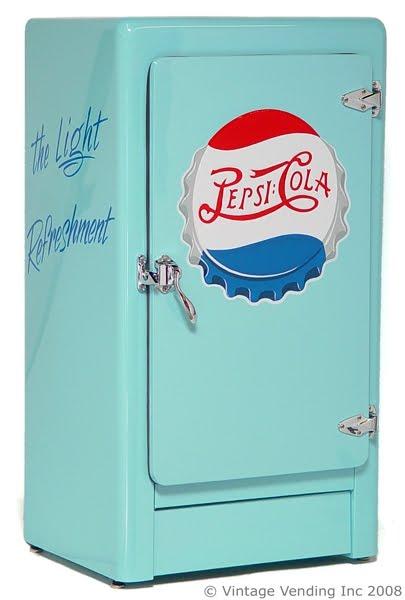 je transformerais mon modeste logis en vritable publicit vivante pour la socit de consommation amricaine des annes 50 un frigo bleu piscine pepsi - Frigo Bleu