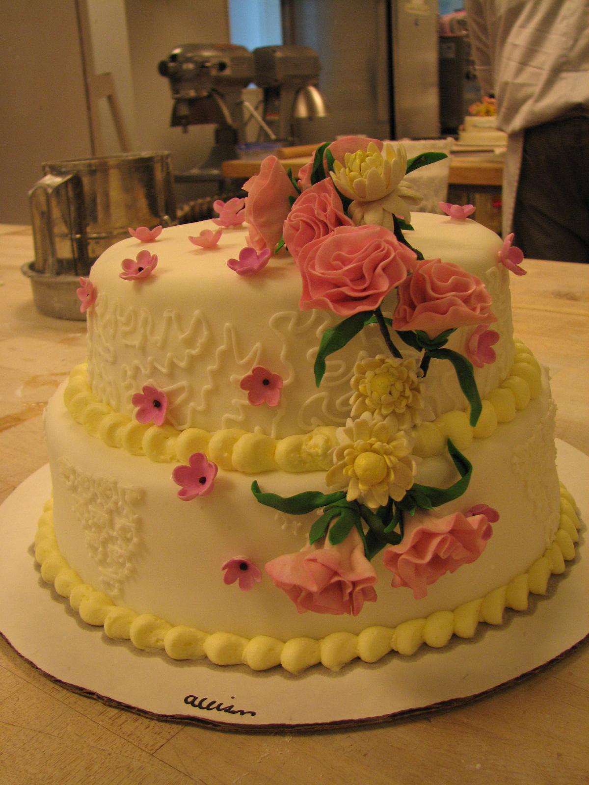 http://4.bp.blogspot.com/__gix9lMUtVI/S8yoNQ6E9cI/AAAAAAAAACU/eMcgBsM_3OM/s1600/Cake%20-%20Class%20work%20-%202tiered%20with%20flowers.jpg