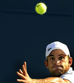 Roddick keeps his eye on the ball