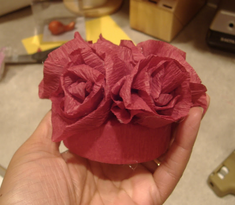 paper crafts for decor: crepe paper flower toppers & tablevogue review