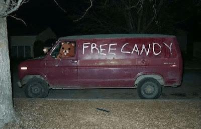 http://4.bp.blogspot.com/__jJVmEEWTqM/Ss1Gubu7YtI/AAAAAAAAAYQ/WY84PdhhQ_g/s400/pedobear+van.jpg
