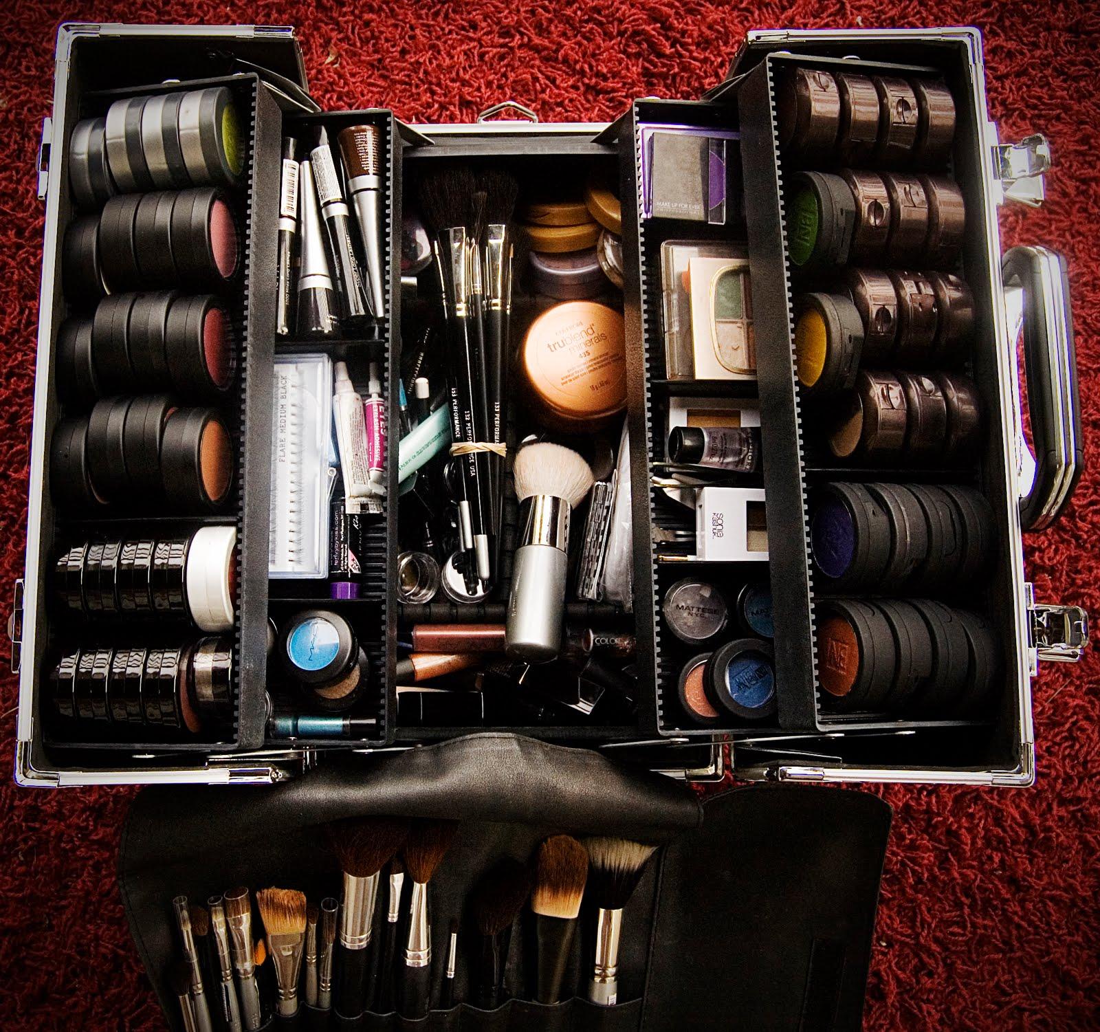 http://4.bp.blogspot.com/__kuGCZs_qs4/TR5haXwOFzI/AAAAAAAAABc/3vitH30ZbUc/s1600/makeup.jpg
