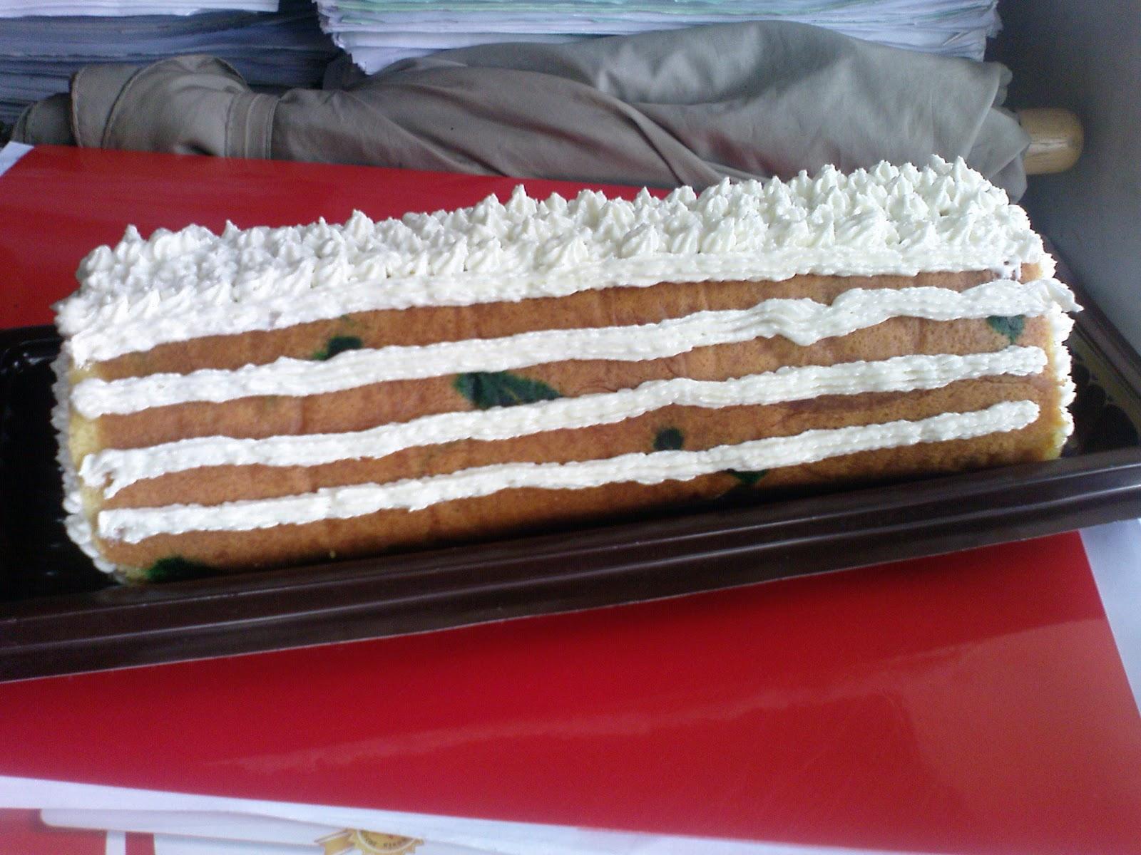 Wennys Cakes Cookies Bolu Gulung Selai Strawberry Untuk Caramel Cake Jg Hias Dikit Ah Biar Look Nicega Polos Plontos Cuma Sayanghasil Jepretan Kurang Ok