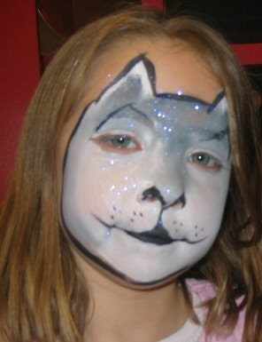 Face Painting Pig http://margiesmagicfaces.blogspot.com/2008/12/puppies-pandas-pigs-w.html