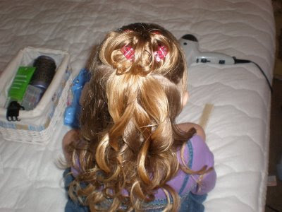 soft-curly-hairstyle-for-girls. First, part your headband.
