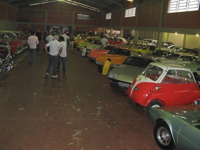 Coleção de carros antigo - Família Azambuja