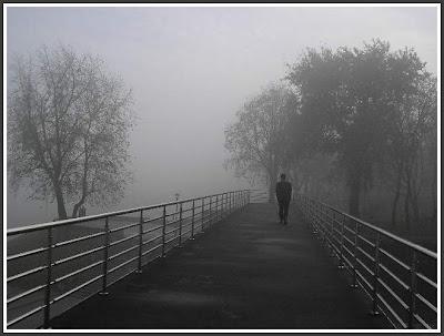 Человек на мосту.