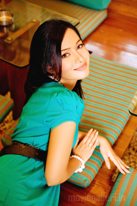 http://4.bp.blogspot.com/_a0MmXhIS91M/TGyz9A5Vz4I/AAAAAAAAIf4/WvpiYXBWdpM/s1600/Actress_Preetika_Rao_Stills_photos_07.JPG