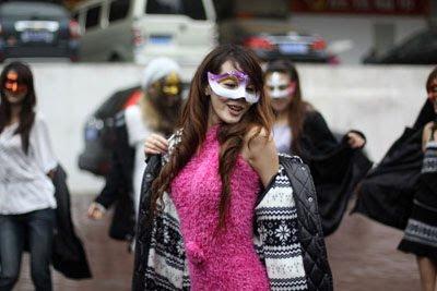 Wanita Tari Telanjan - http://sigithermawan12.blogspot.com/