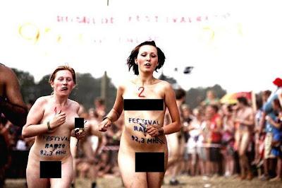 Lari Bugil di Festival Musik Internasional