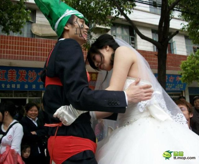 http://4.bp.blogspot.com/_a2Ac_i7cQNk/S_0B2CSYX5I/AAAAAAAAbiY/NQEWJoNFP3U/s1600/crazy_chinese_fashionmongers_640_13.jpg