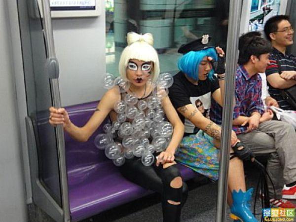 http://4.bp.blogspot.com/_a2Ac_i7cQNk/S_0CD9sxP6I/AAAAAAAAbi4/m-Z70JvbtNY/s1600/crazy_chinese_fashionmongers_640_09.jpg