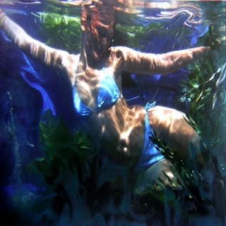 Luna Maya on Under water 1