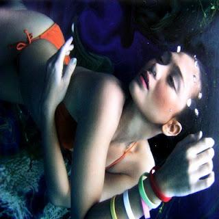 Luna Maya on Under water 5
