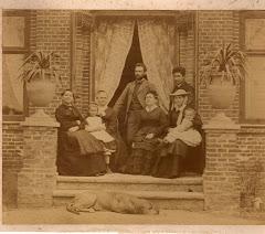 Lovise Ipsen yderst t.h.med familie foran deres villa på Frederikssundsvej ca.1879