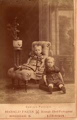 Carl Vilhelm Lange ca. 1875. Ses her med sin søster Nina Lange (senere Peetz)