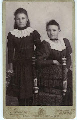 Hylleborg Emilie Pedersen (t.v.) som barn ca.1887