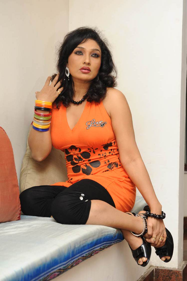 hot spicy masala mallu telugu item actress and aunty Ramya sri hot ...