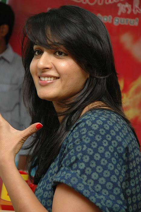 anushka event of kaleja audio at radio mirchi hot photoshoot
