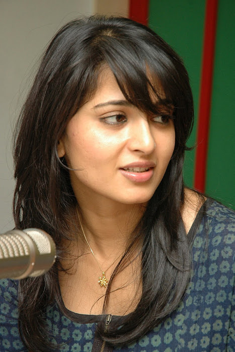 anushka event of kaleja audio at radio mirchi glamour  images