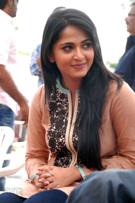 anushka new ragada press meet cute stills